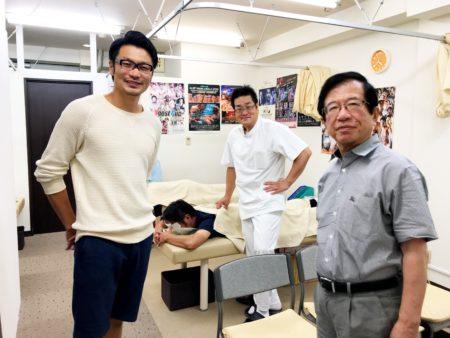 左・佐藤嘉洋 中・有我院長 右・武田先生